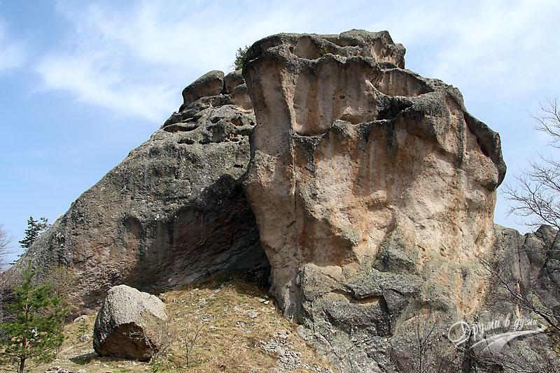 Караджов камък