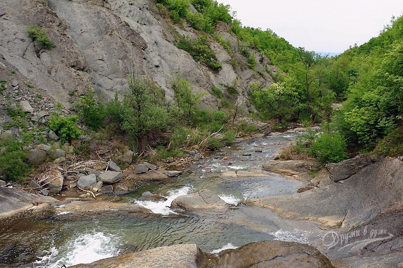 Горната част на Христовския водопад: котитото на реката