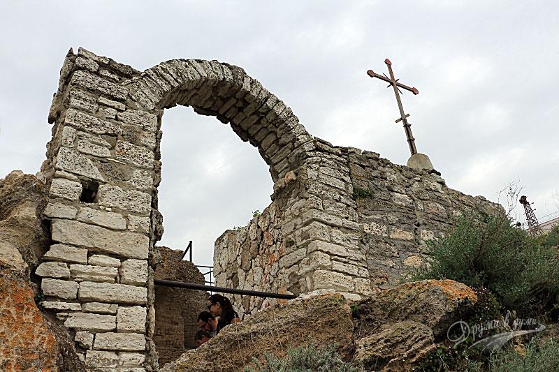 Нос Калиакра: параклисчето до скалата, от която са се хвърлили девойките