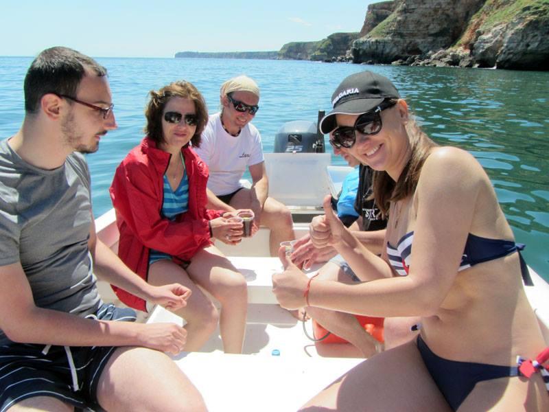 В лодката