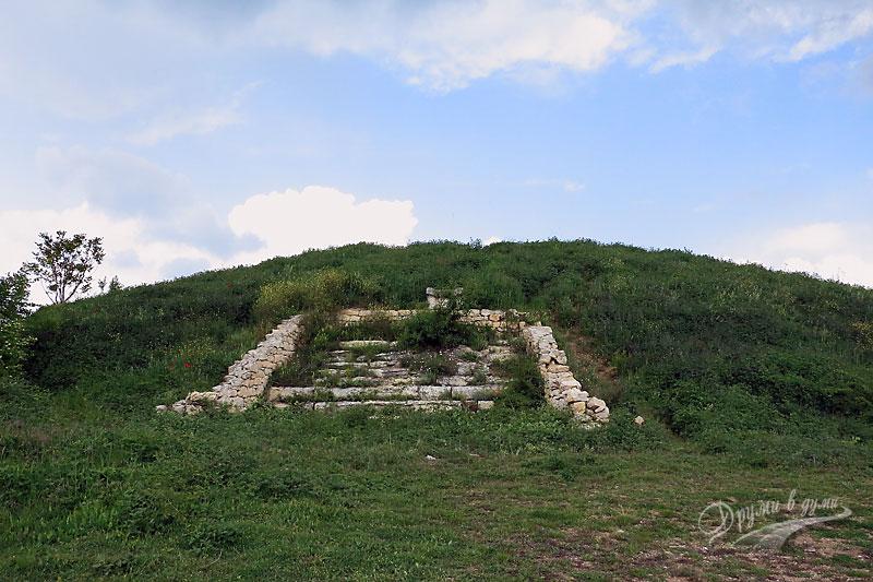 Могилата в село Свирачи