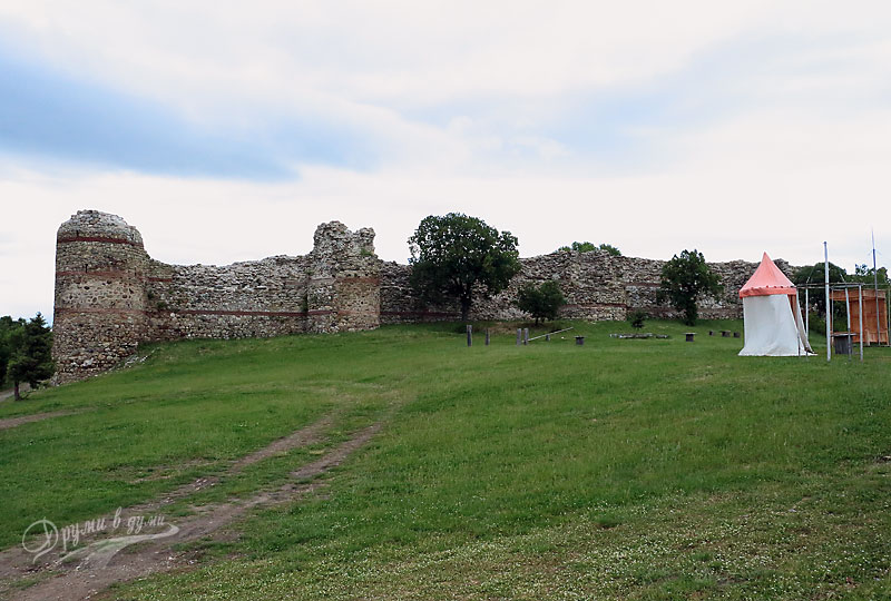 Южната стена с петте кули