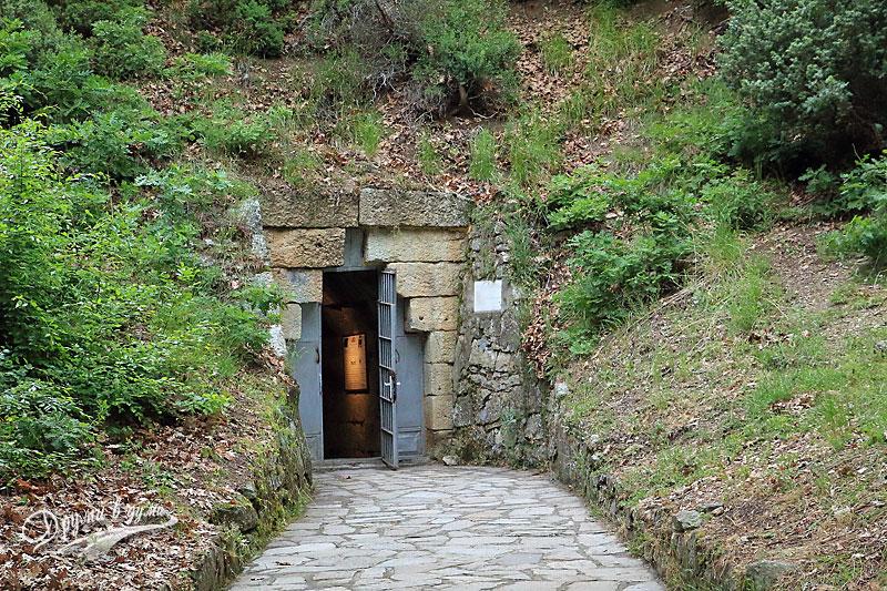 Входът на гробницата