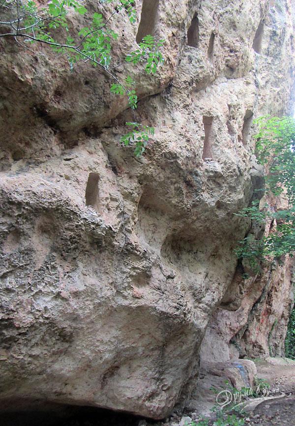 Първата огромна скала