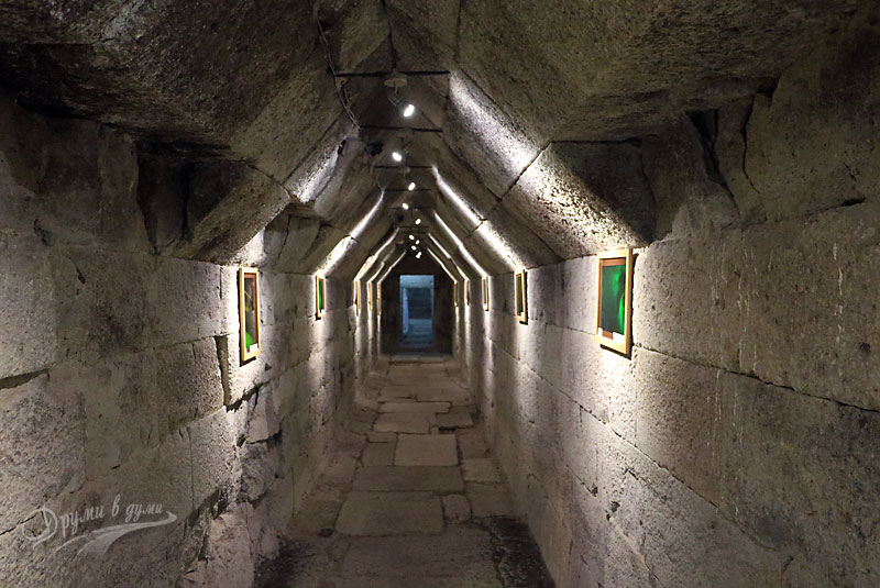 Тракийската гробница при село Мезек: дромосът