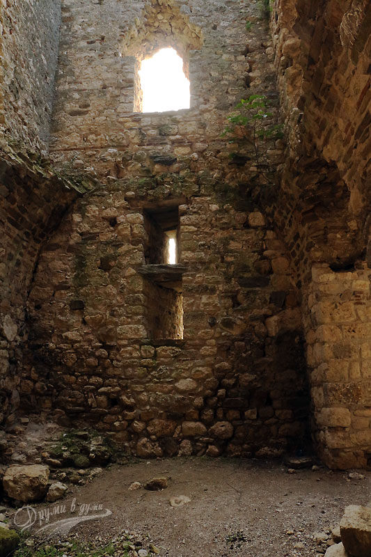 Крепостта Букелон отвътре