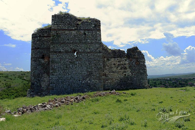Задната страна на кулата-замък