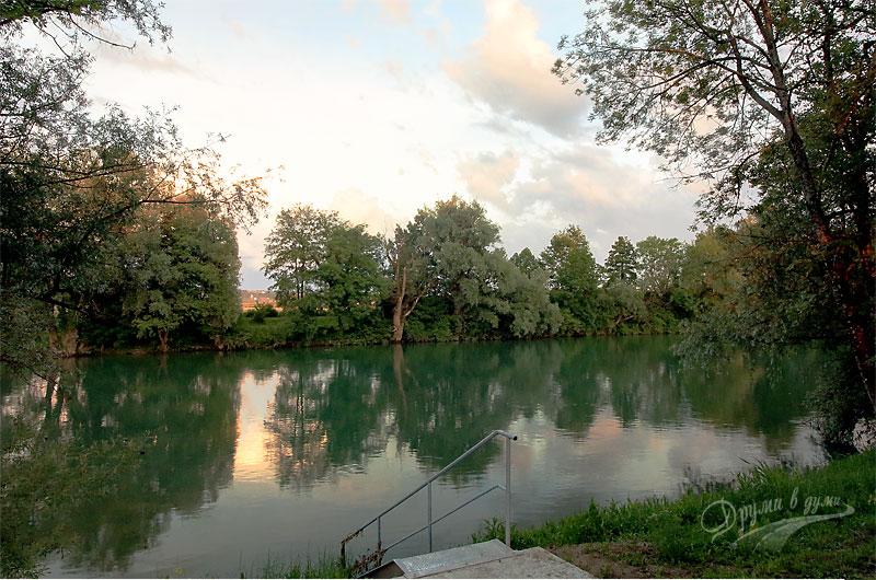 Привечер край реката