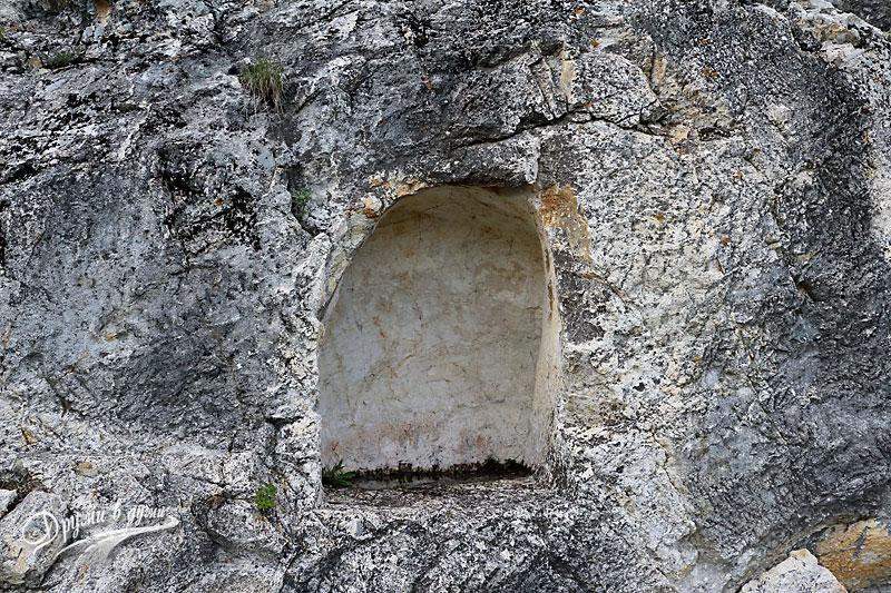 Една от гробниците