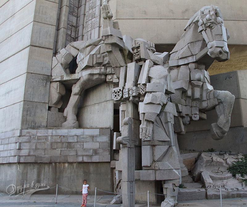 Монументът 1300 години България в Шумен