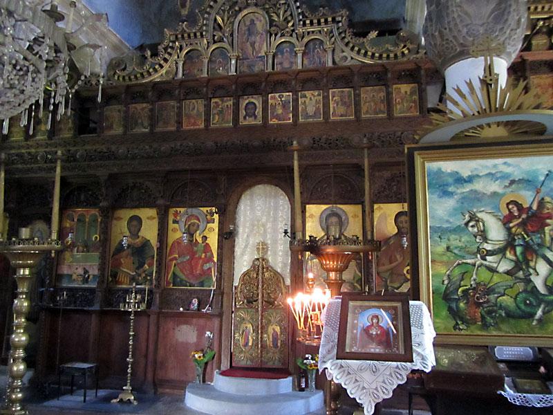 Килифаревски манастир: иконостасът в църквата