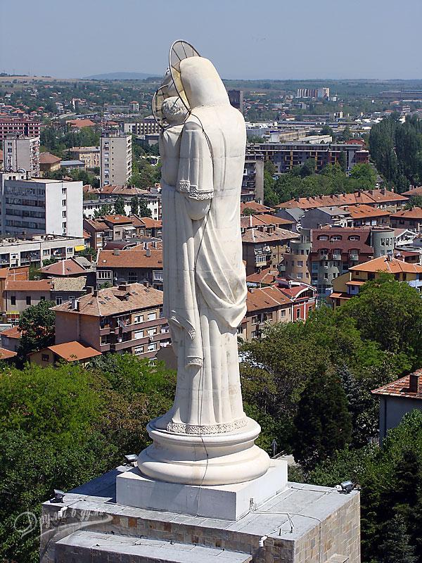 Хасково: Монументът Света Богородица