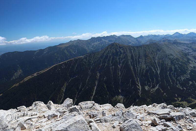 Горе на върха: поглед към връх Тодорка
