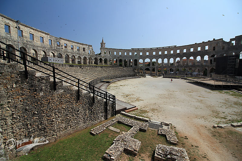 Pula: the big Arena inside