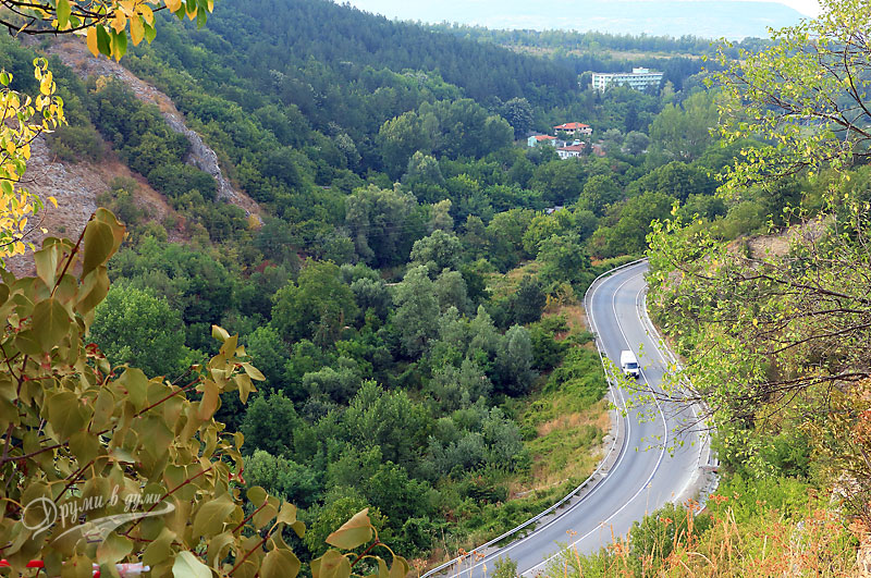 Мисионис: панорамна гледка от пътеката към главния път