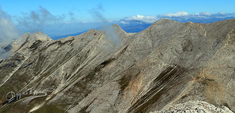 Връх Вихрен: поглед към отсрещното каменно било