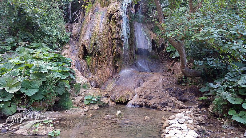 Водопад Боаза, който се излива в река Врана