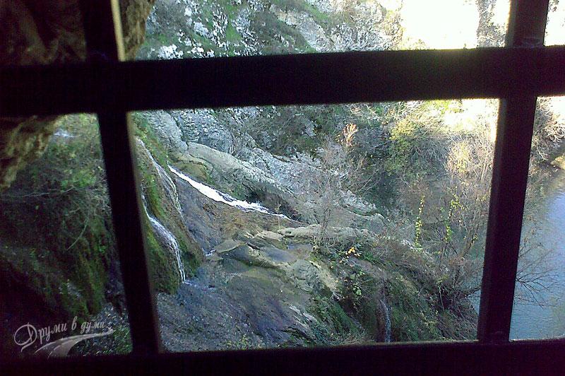Хотница: гледката през решетката