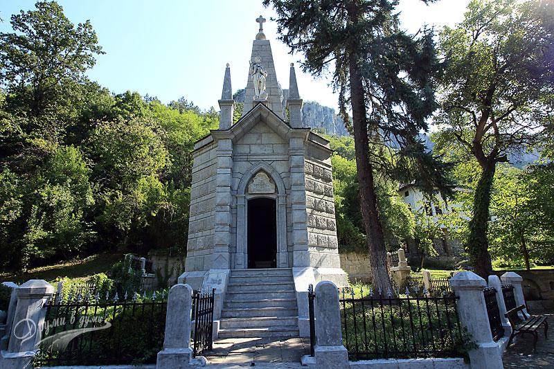 Дряновски манастир: паметникът-костница