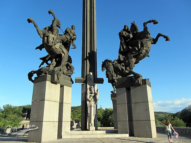 """Велико Търново: паметникът """"Асеневци"""""""