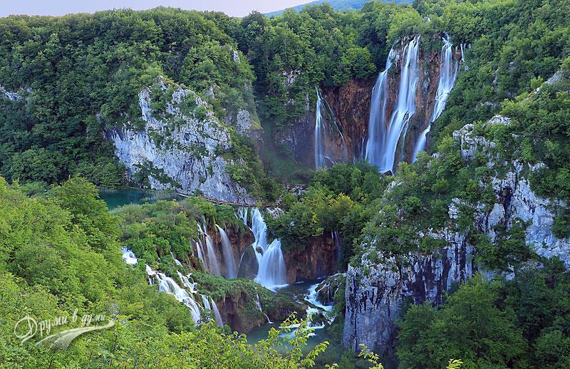 Големият водопад отдалеч