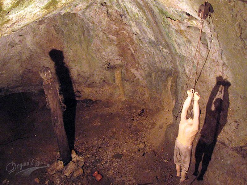 Замъкът пред пещерата: затворът
