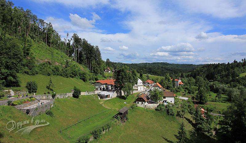 Пейзажът срещу замъка