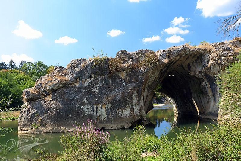Скалната арка край село Ъглен