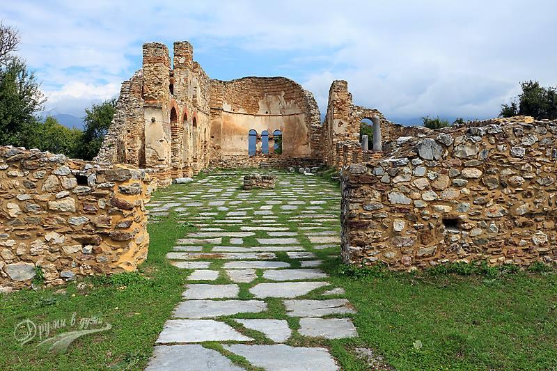 Базиликата свети Ахил на едноименния остров