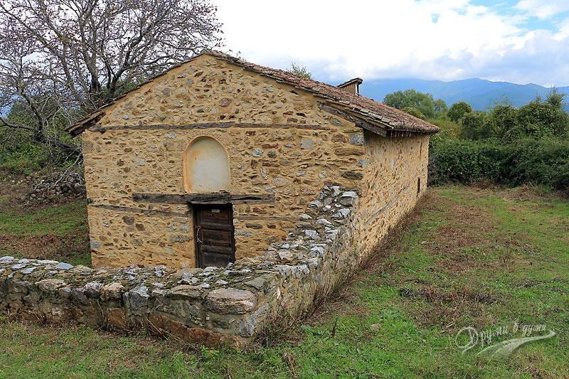 Манастир Света Богородица Порфирна: църквата