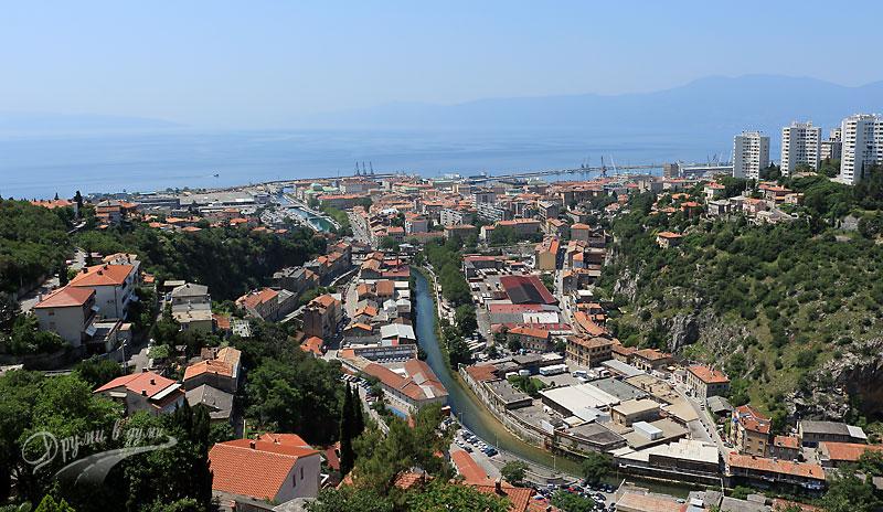 Панорамна гледка към Рийека и морето от крепостта Търсат