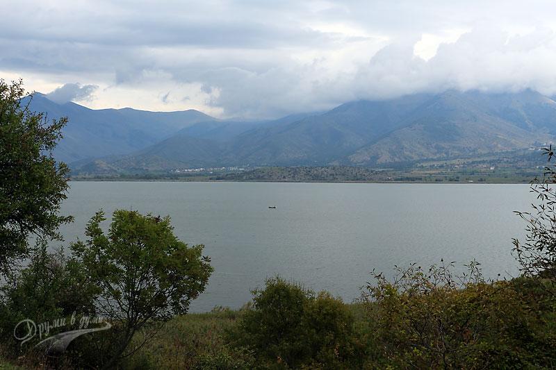 Обратният път: поглед към езерото