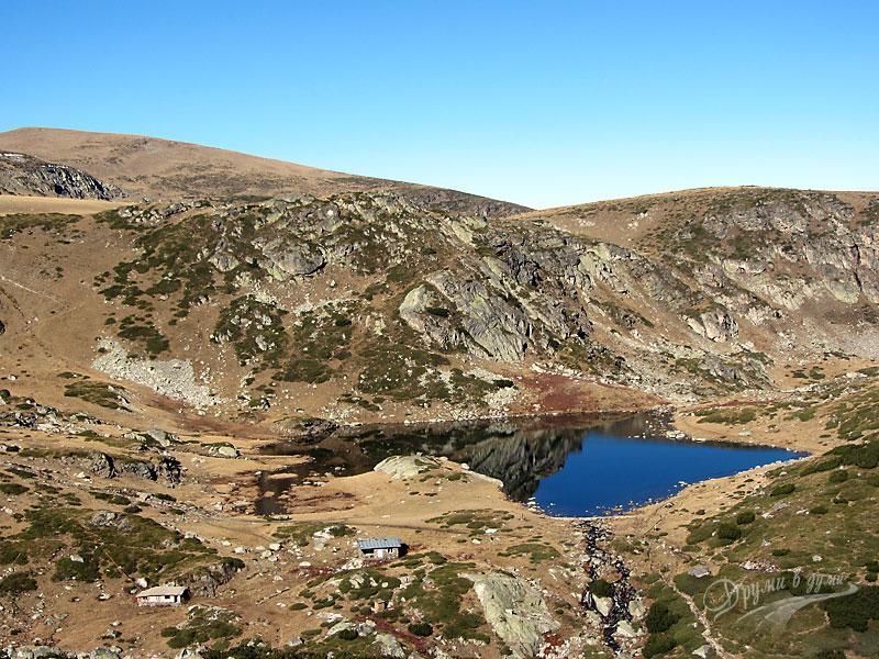 По пътеката: поглед назад към езеро Трилистника
