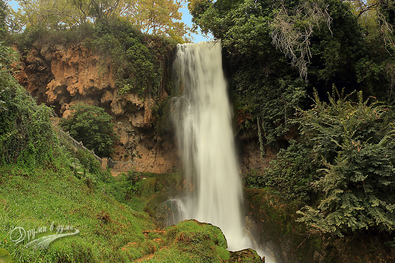 В подножието на горния водопад