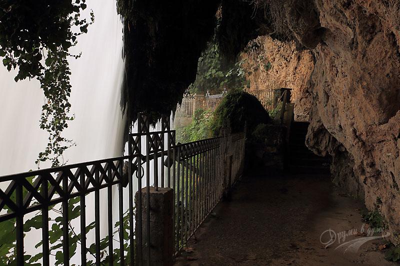 Зад горния водопад