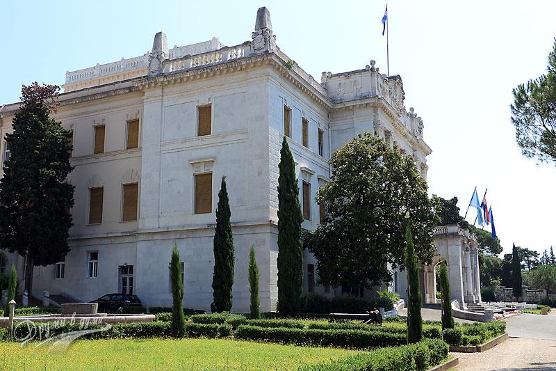 Губернаторският дворец