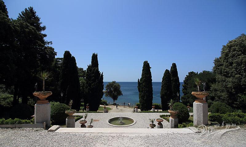 В градините на замъка Мирамаре
