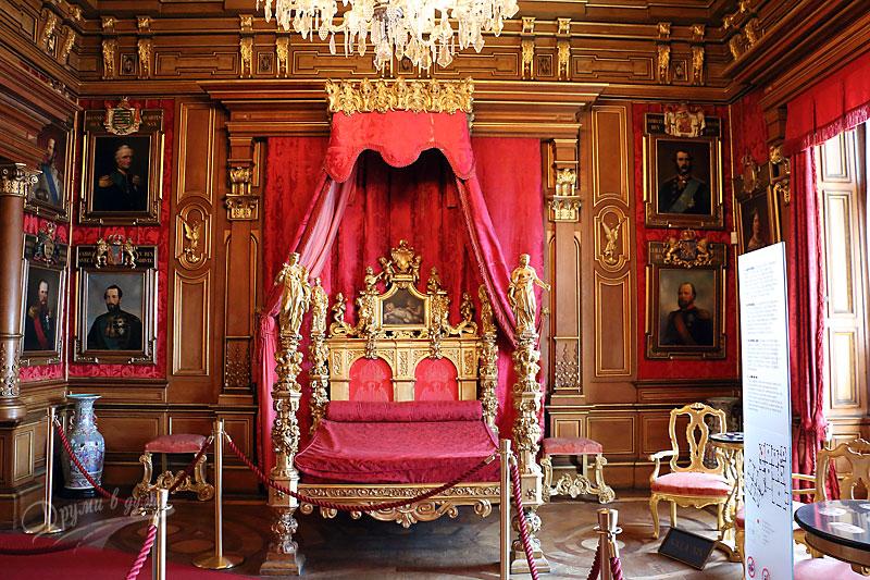 В замъка: леглото на Максимилян