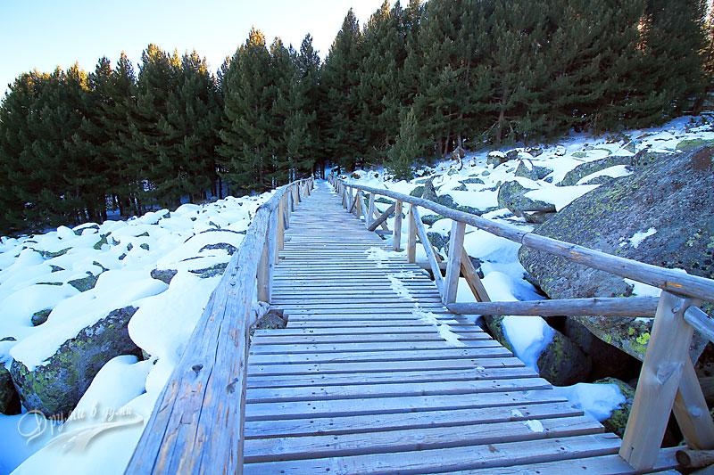 До хижа Алеко: морени и дървени мостчета