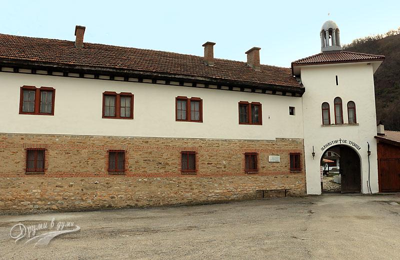 Пред манастира