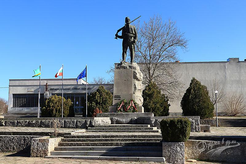 Паметникът на Стефан Караджа