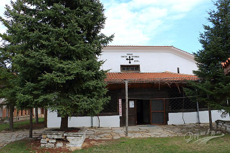 Устремски манастир: църквата