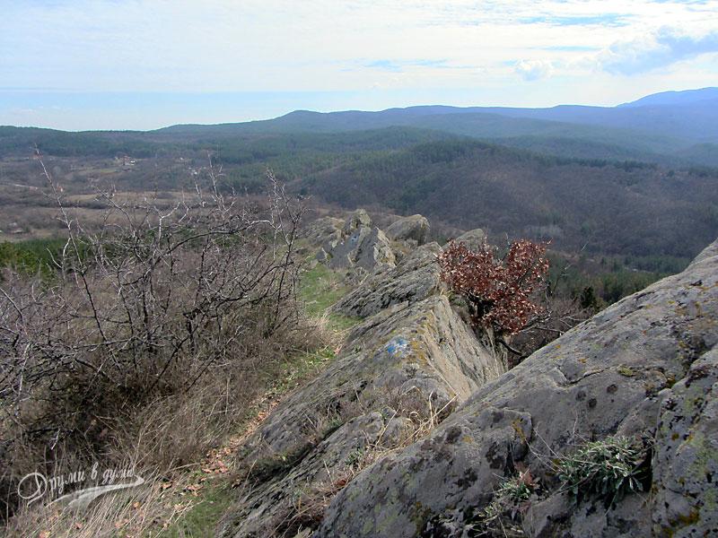Палеокастро: пътеката по протежение на камъните