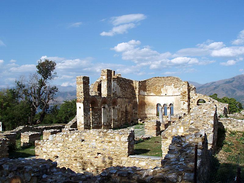 "Останките на храма ""Свети Ахилий"""