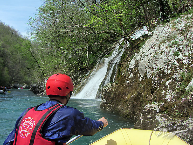 Към водопада