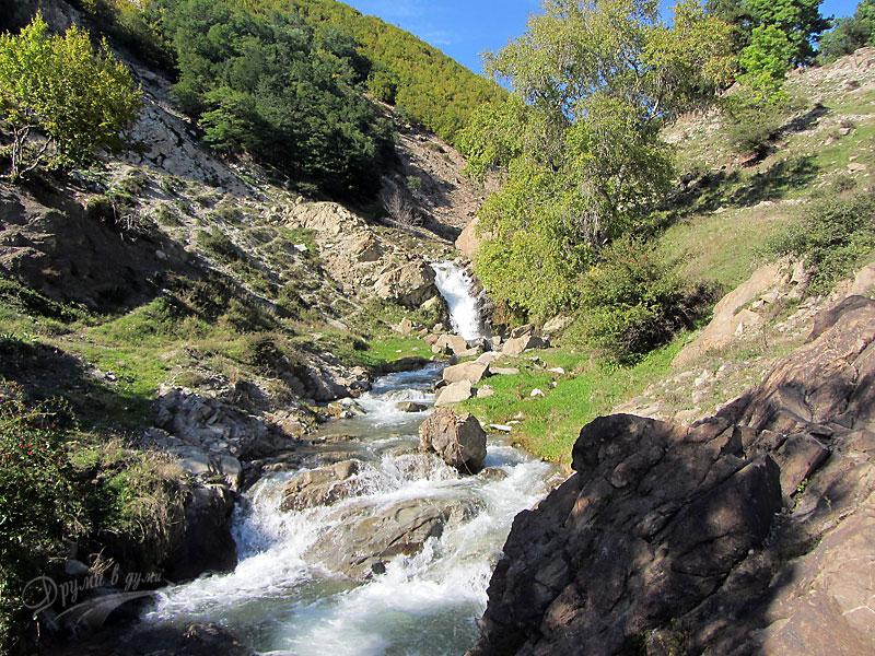 Водопадът до Спасовото кладенче