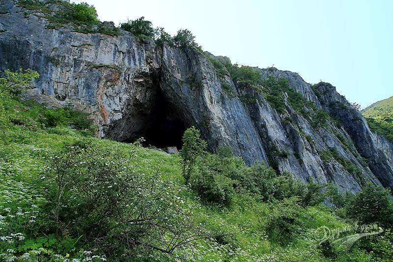 Пещерата на високия скален венец