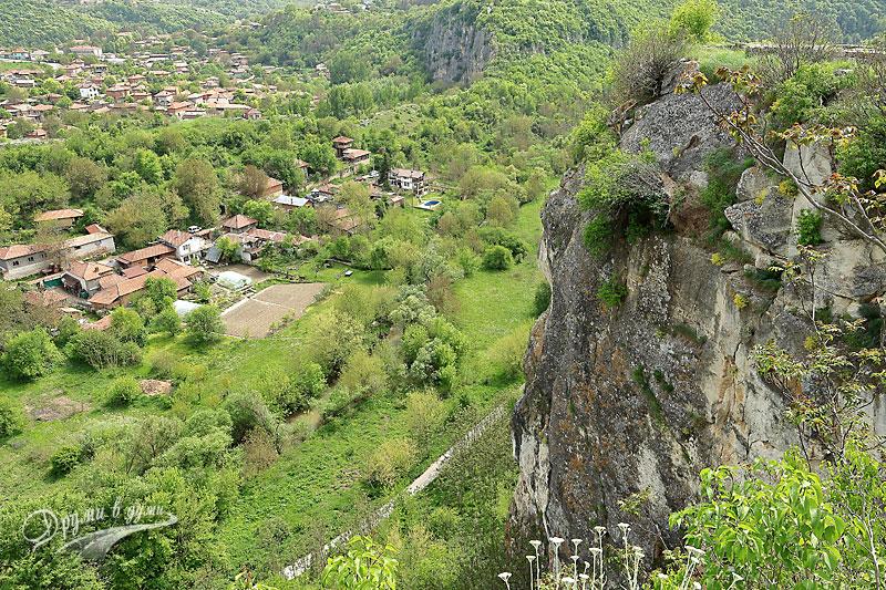 Крепост Червен: поглед към селото