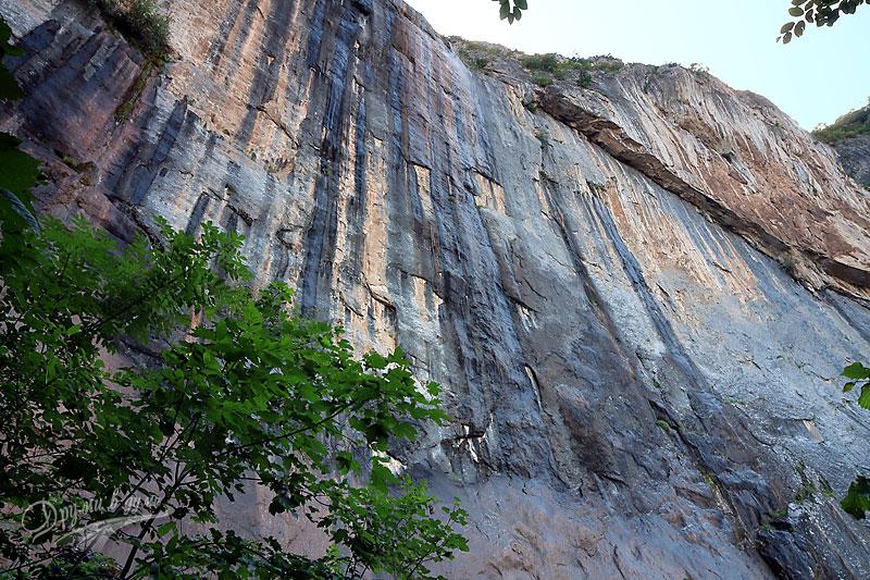 Наградата: водопад Врачанска Скакля в целия си ръст
