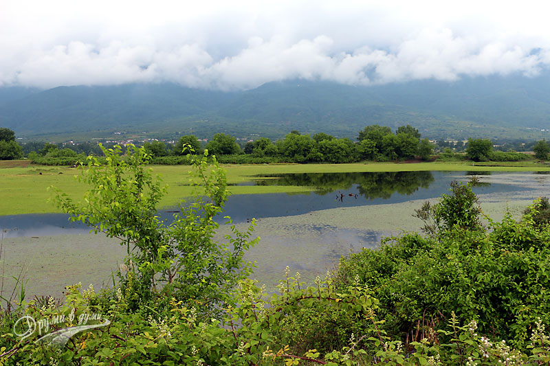 Езерото Керкини на фона на Беласица